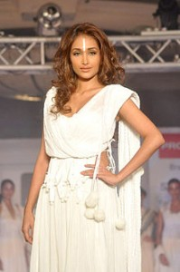 British Indian actress Jiah Khan found dead
