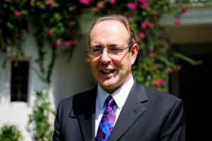UK High Commissioner in India attracts Indian students by praising Indian Curry in UK